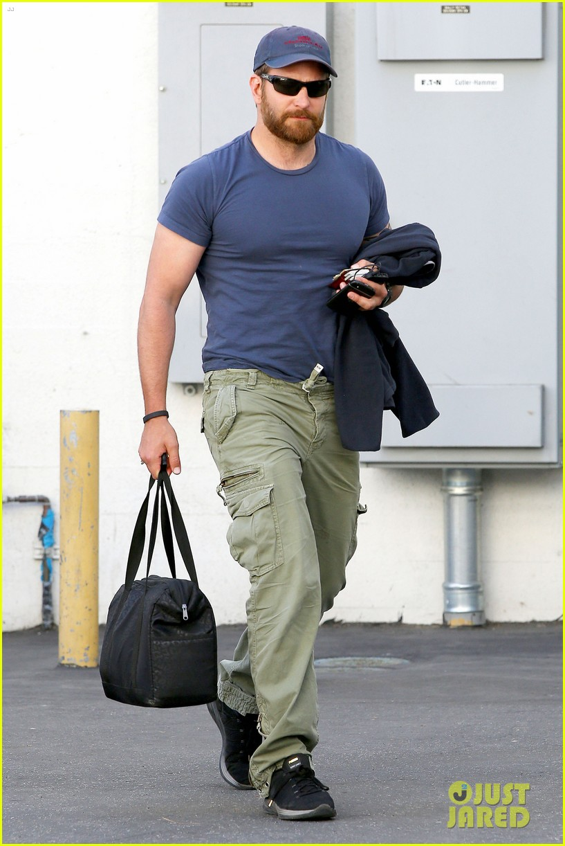 bradley cooper shows off his super beefed up body 11
