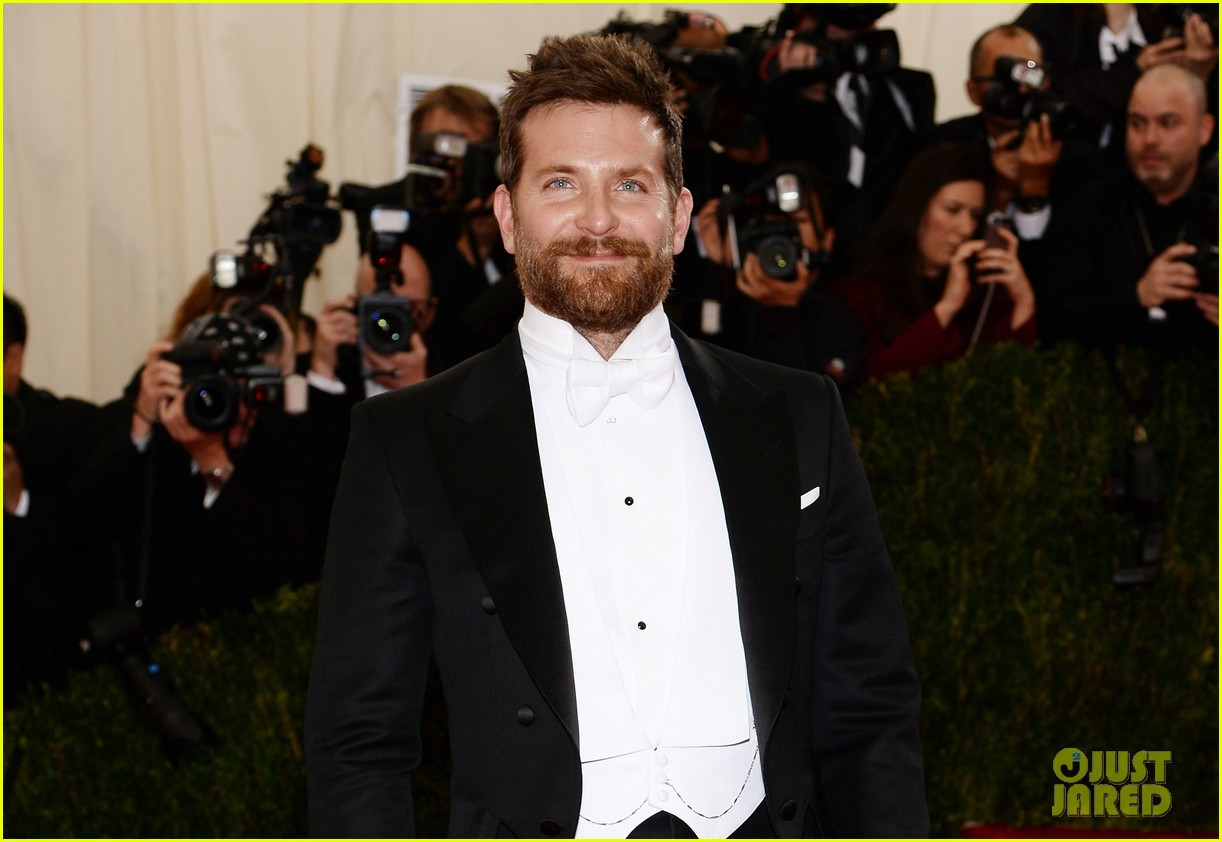 bradley cooper met ball 2014 red carpet 023105867