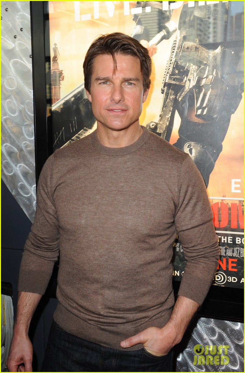tom cruise dishes on edge of tomorrow co star emily blunt 01