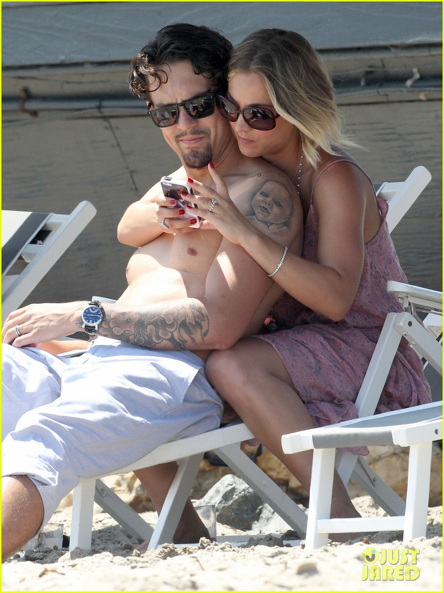 kaley cuoco hits up joel silvers memorial day party with ryan sweeting 02