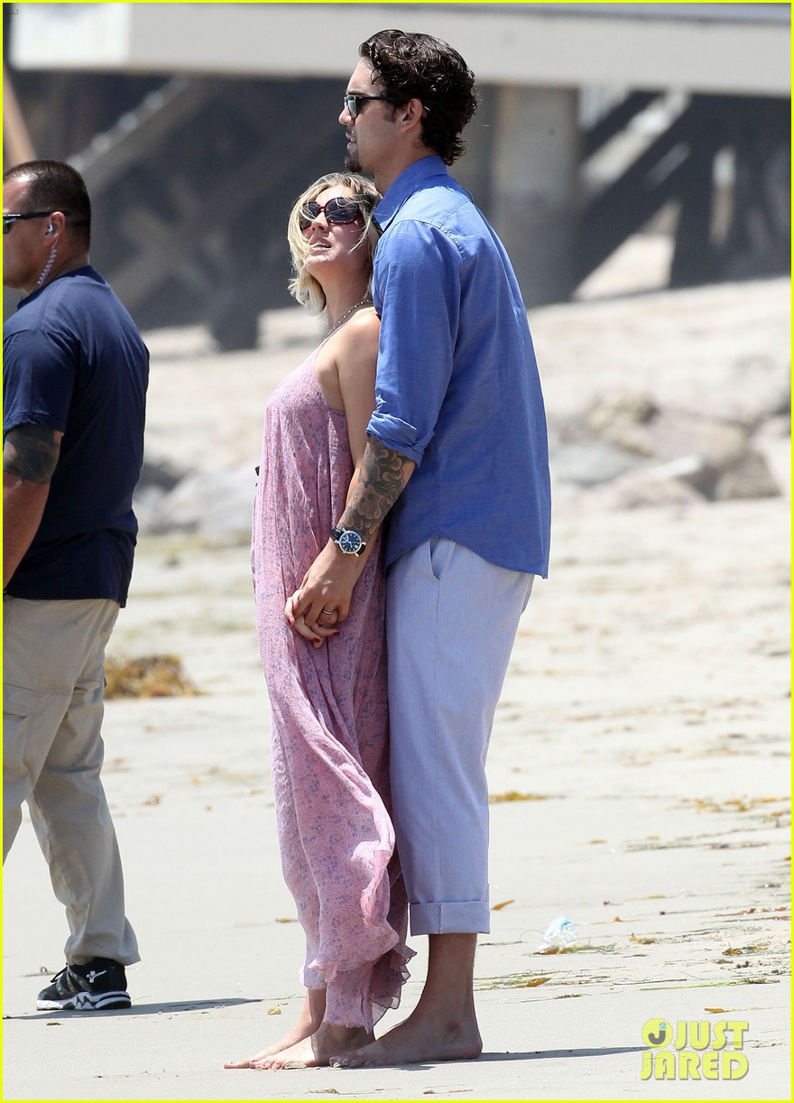 kaley cuoco hits up joel silvers memorial day party with ryan sweeting 10