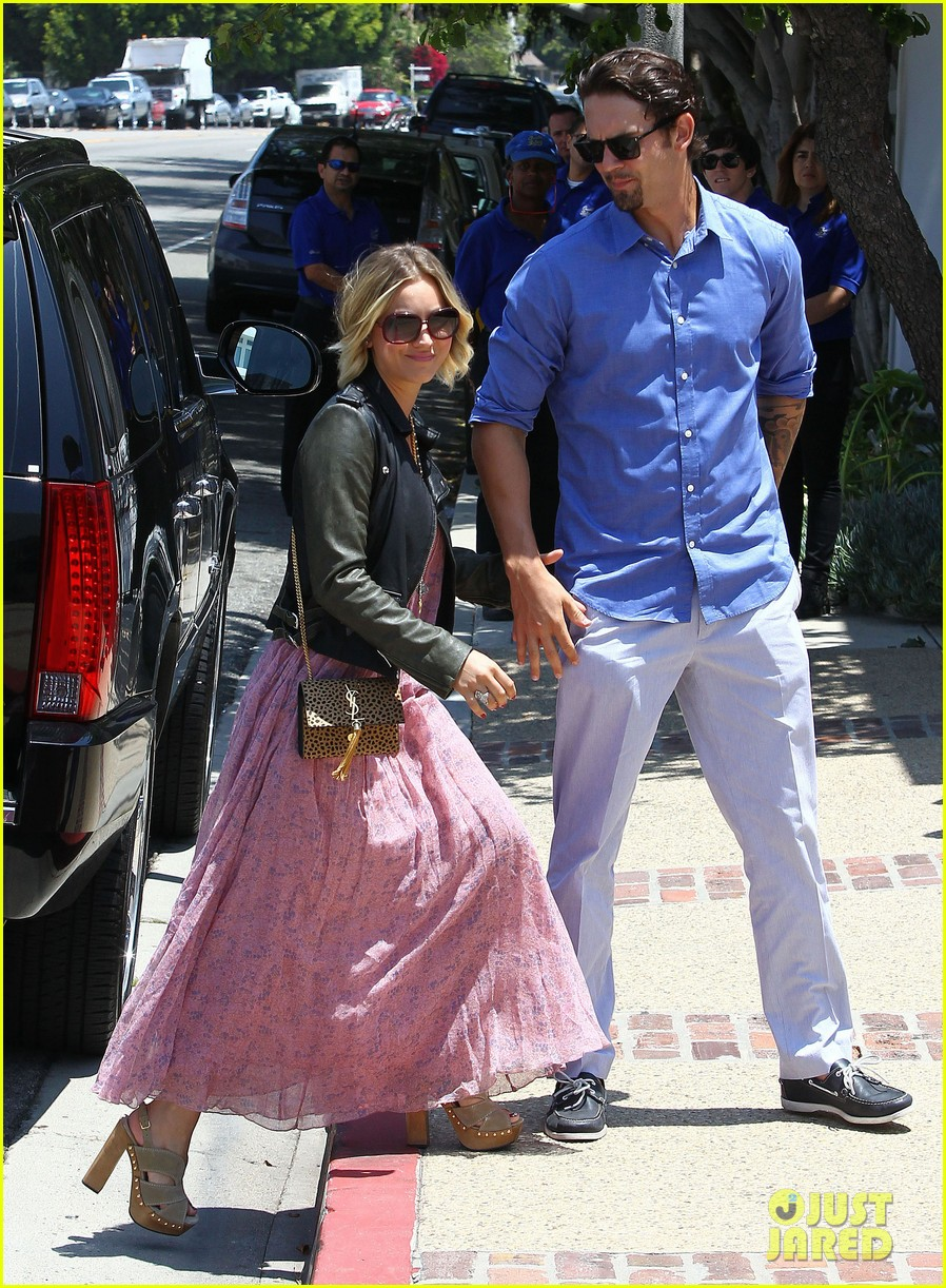 kaley cuoco hits up joel silvers memorial day party with ryan sweeting 14