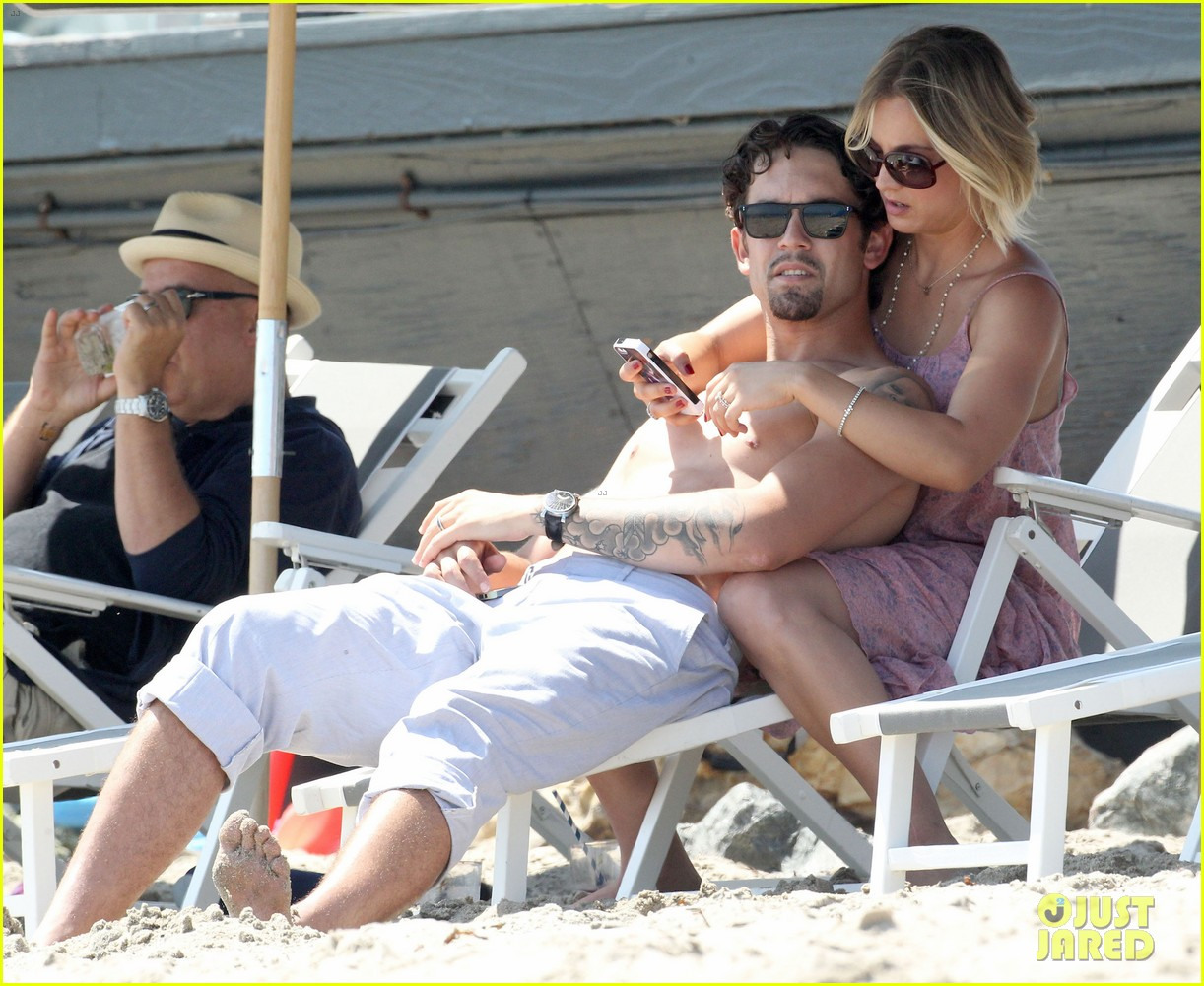 kaley cuoco hits up joel silvers memorial day party with ryan sweeting 15