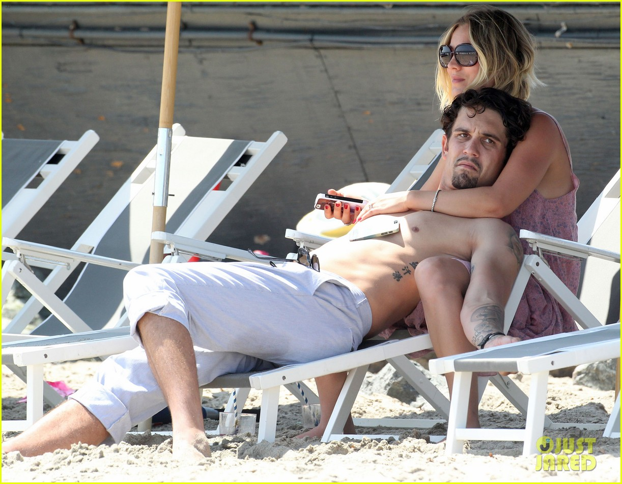 kaley cuoco hits up joel silvers memorial day party with ryan sweeting 16