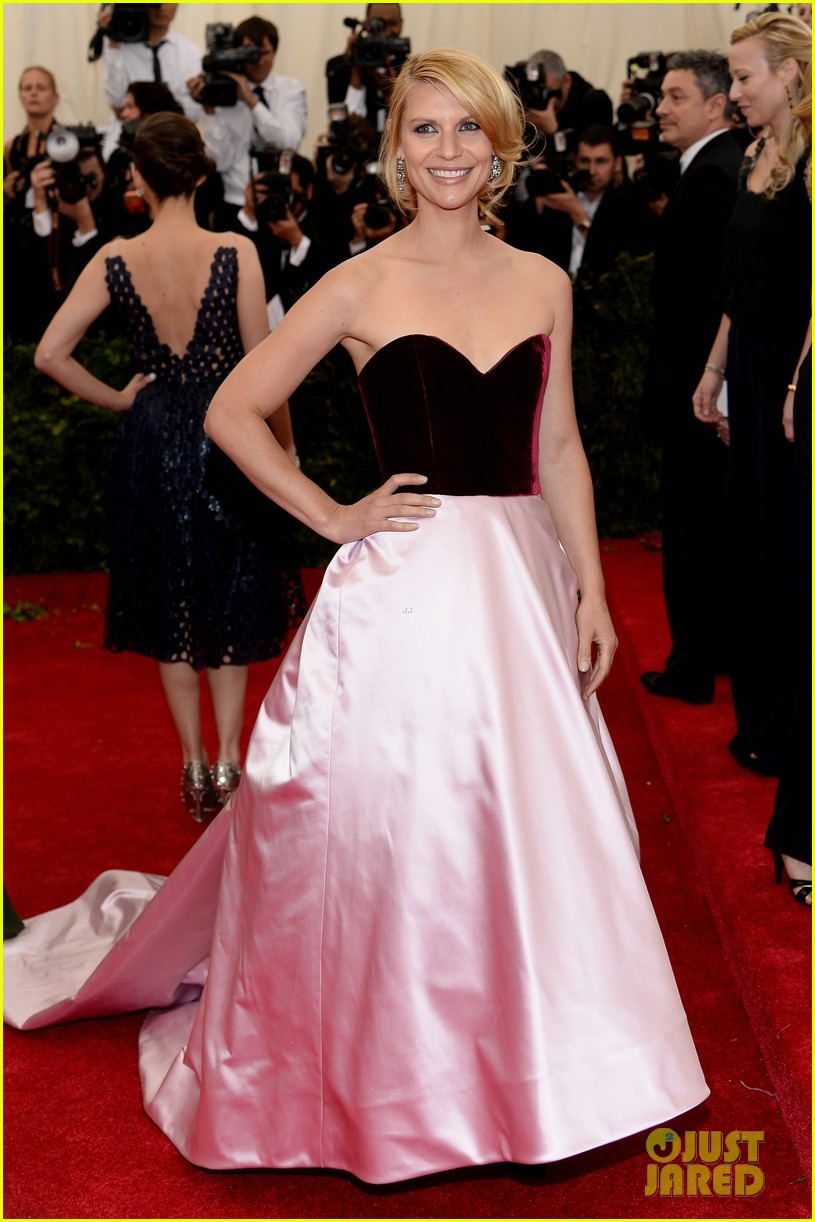 claire danes hugh dancy are perfectly picturesque at met ball 2014 01