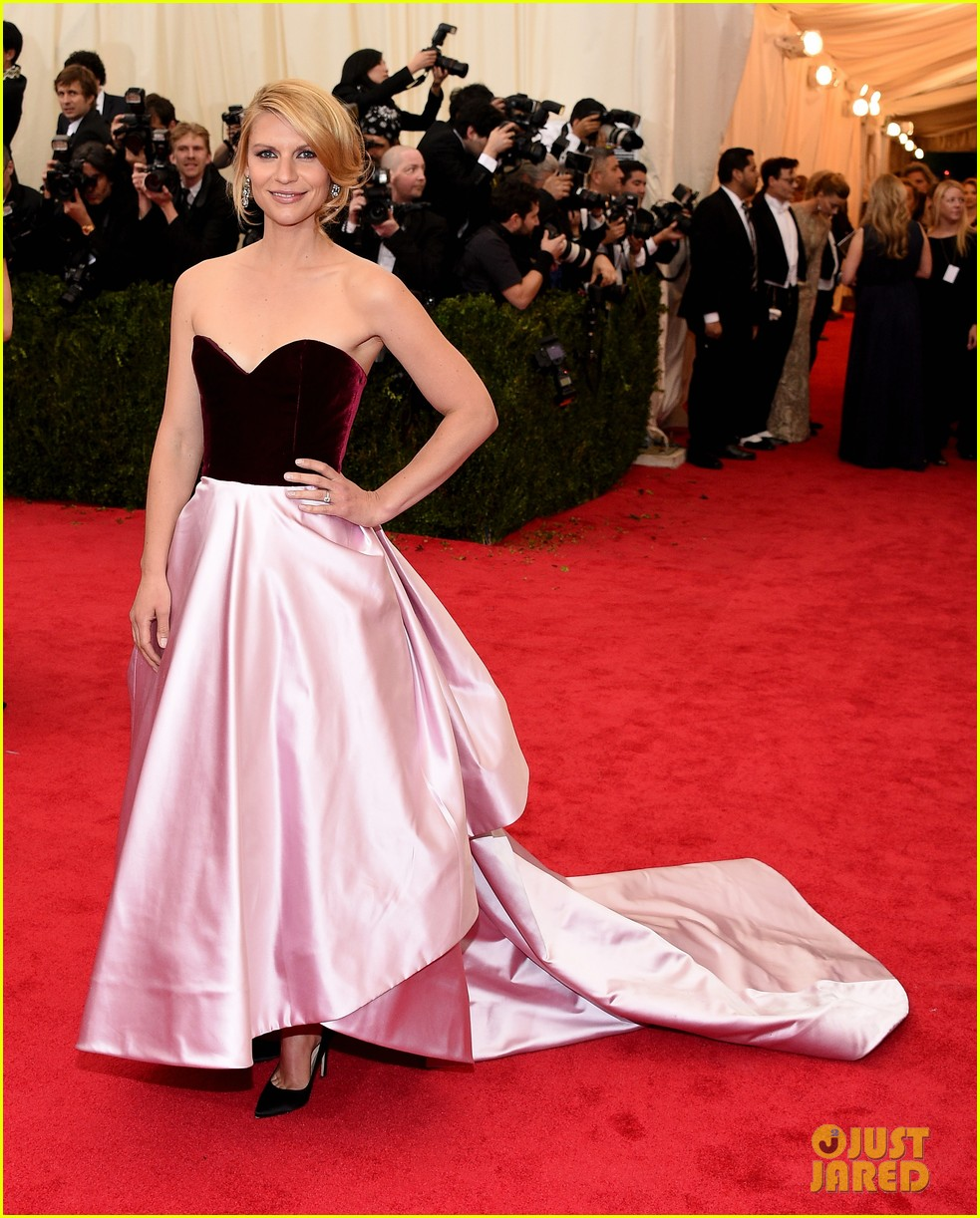 claire danes hugh dancy are perfectly picturesque at met ball 2014 04