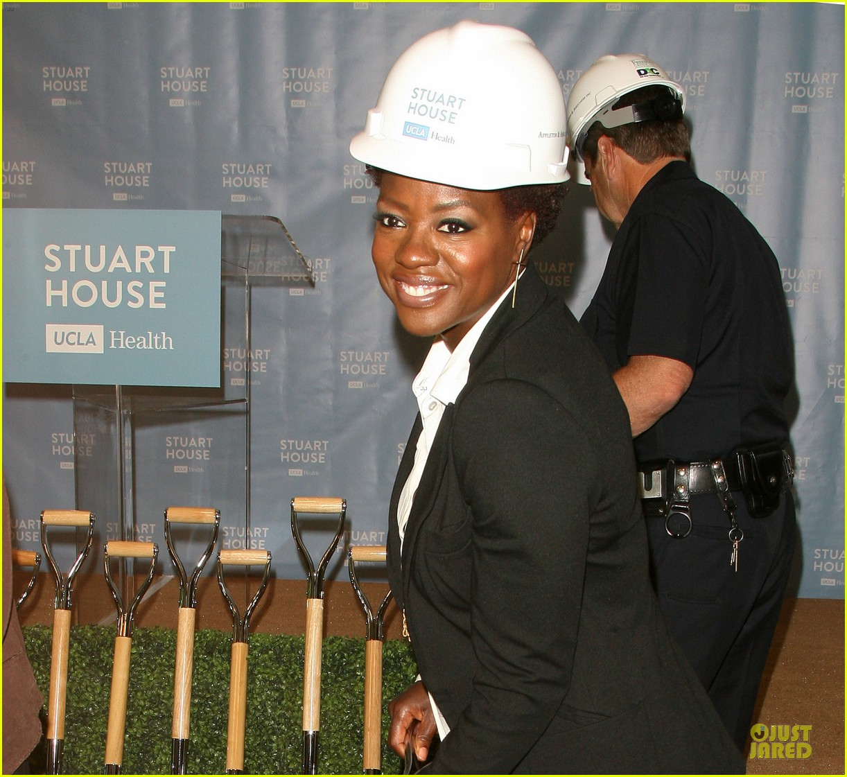 viola davis emily deschanel facility construction 023104572