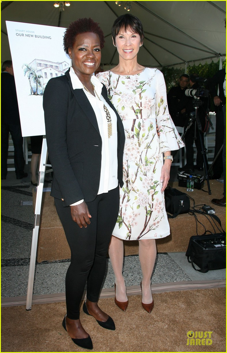 viola davis emily deschanel facility construction 08