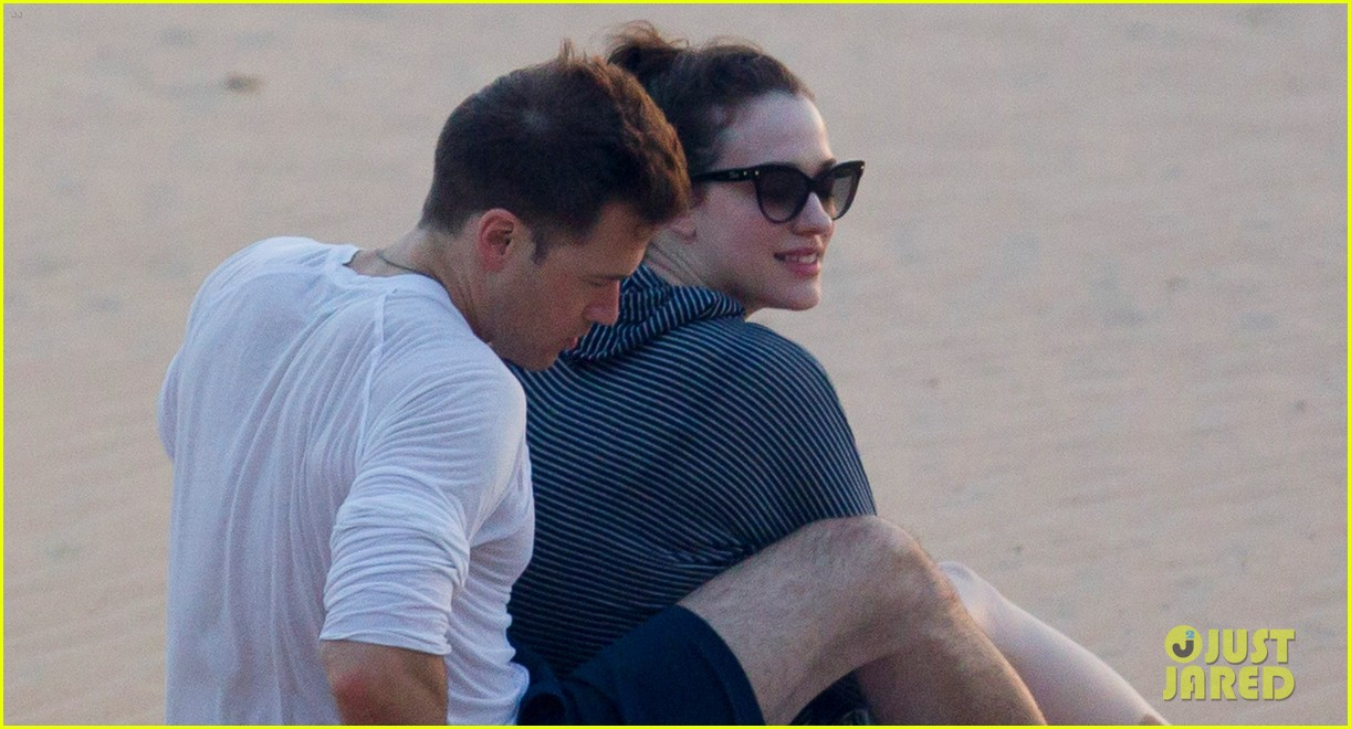 kat dennings nick zano enjoy romantic sunset in hawaii 03