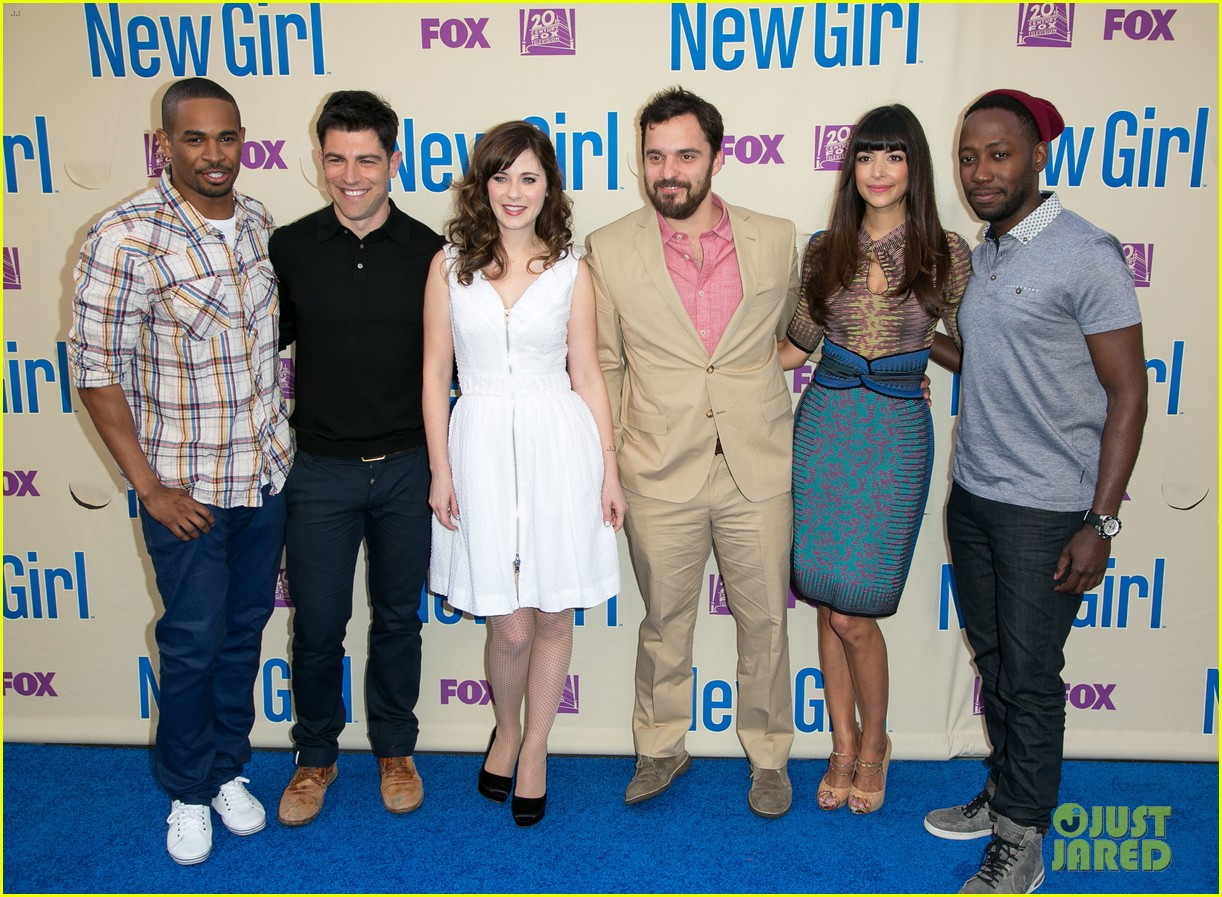 zooey deschanel joins new girl cast for season three finale screening 07