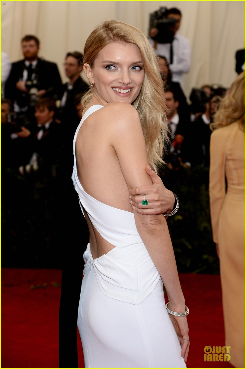 lily donaldson shows sideboob at met ball 2014 02
