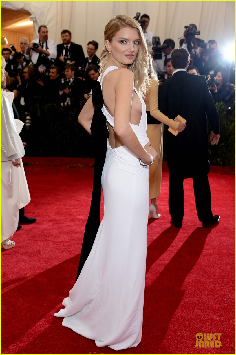 lily donaldson shows sideboob at met ball 2014 043106505