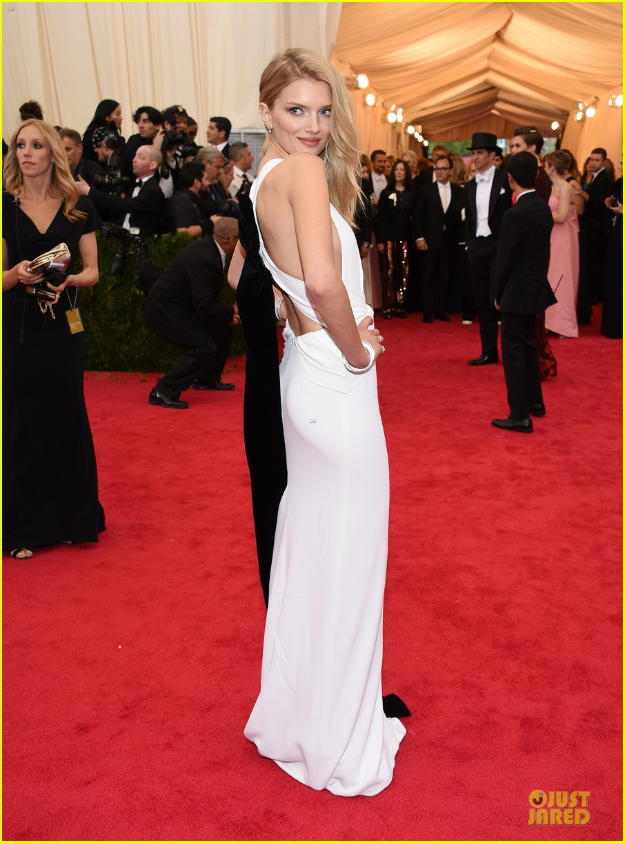 lily donaldson shows sideboob at met ball 2014 05
