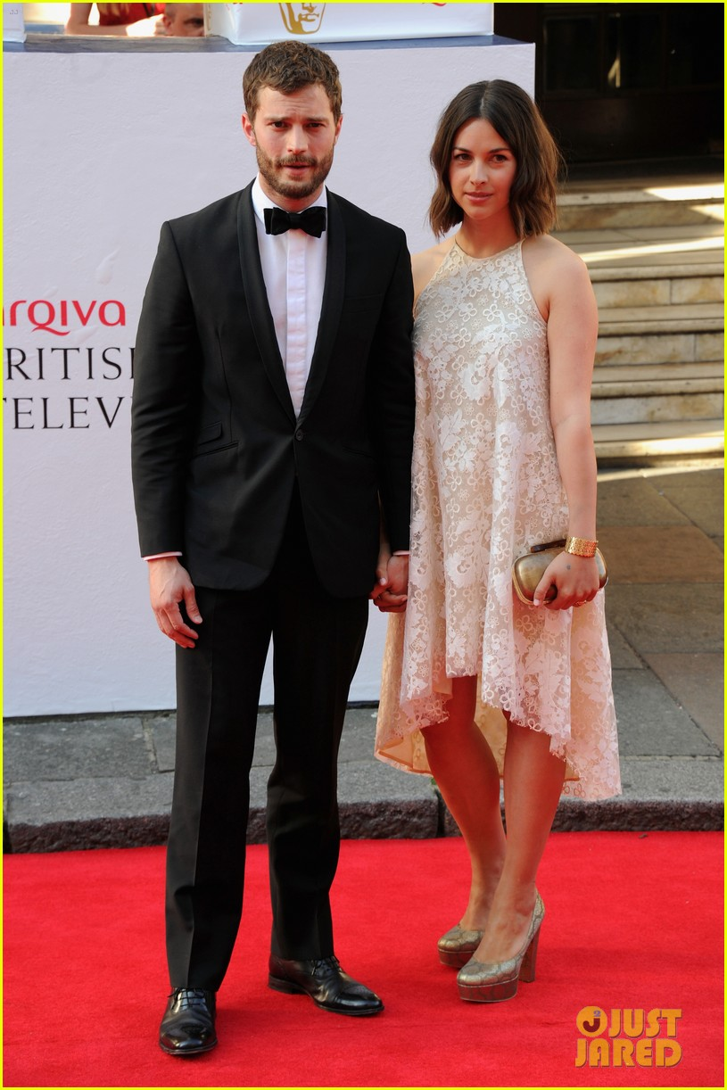 jamie dornan wife amelia hold hands make one cute couple at arquive awards 13