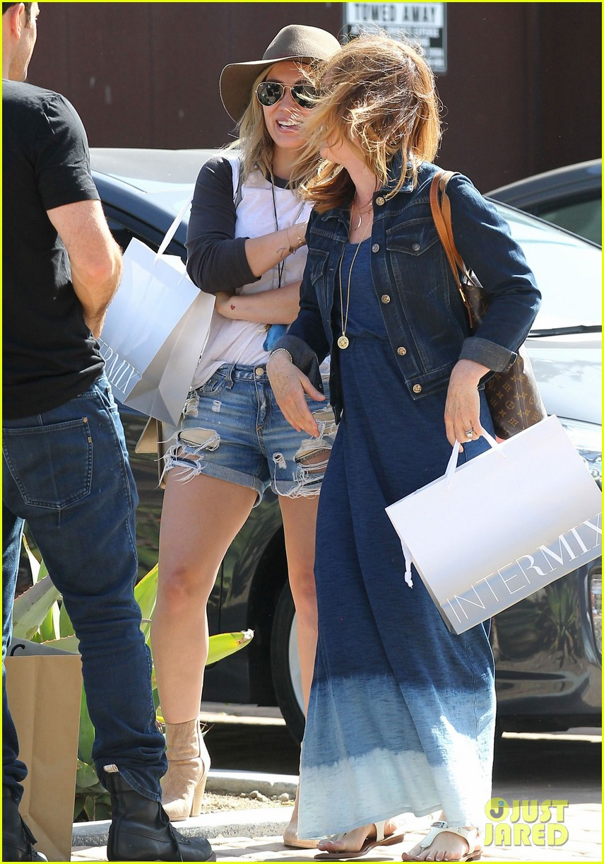 hilary duff mothers day with luca mimosas 08