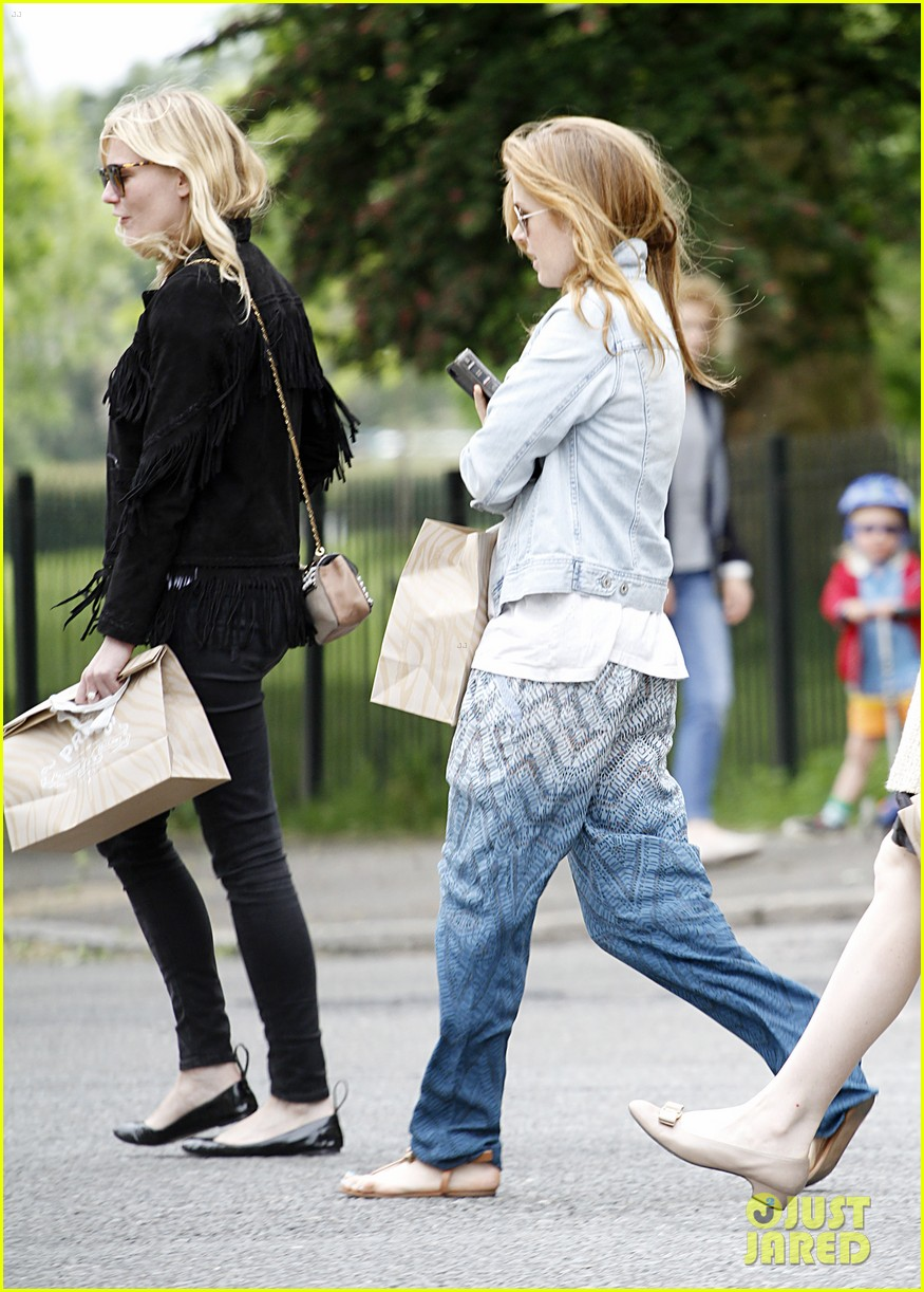 kirsten dunst isla fisher bachelorette buddies get some shopping in 043118935