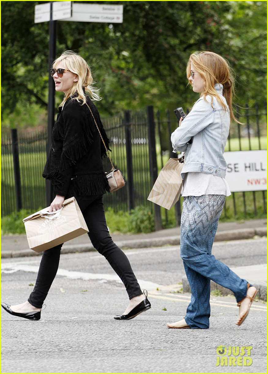 kirsten dunst isla fisher bachelorette buddies get some shopping in 09