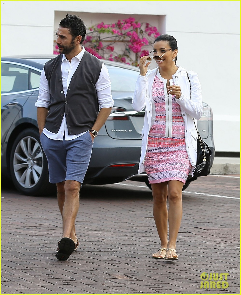 eva longoria cozy shopping boyfriend jose antontio baston 32