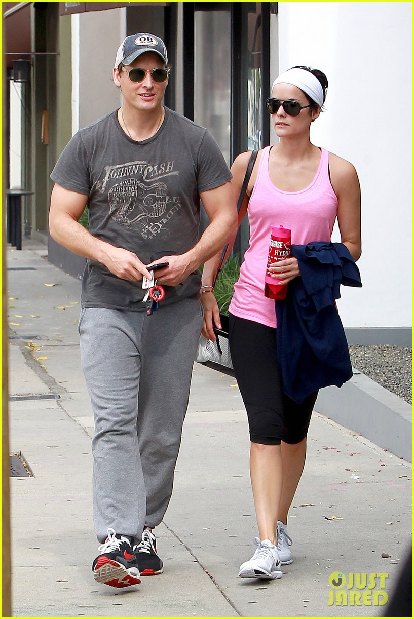 peter facinelli jaimie alexander kiss goodbye after workout 05
