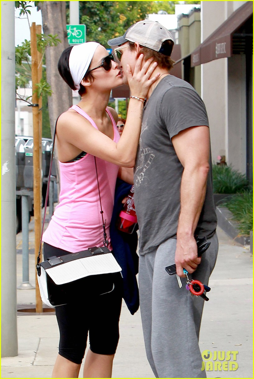 peter facinelli jaimie alexander kiss goodbye after workout 12