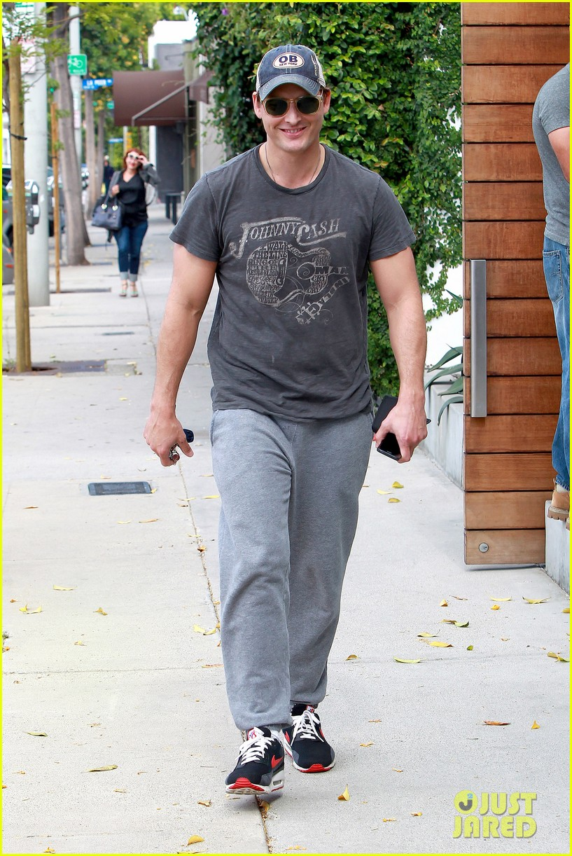 peter facinelli jaimie alexander kiss goodbye after workout 13