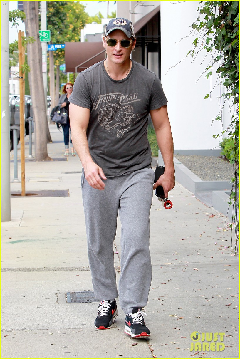 peter facinelli jaimie alexander kiss goodbye after workout 143124953
