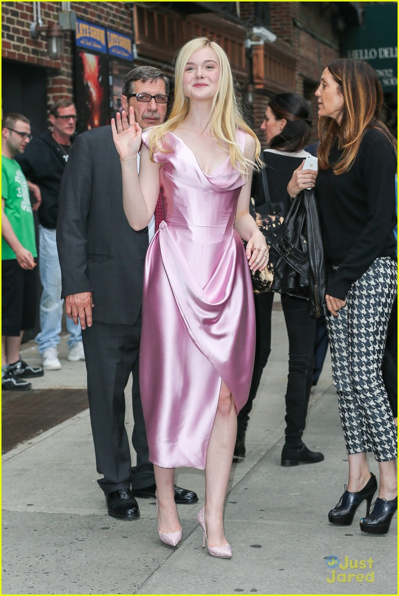elle fanning letterman pink dress 06