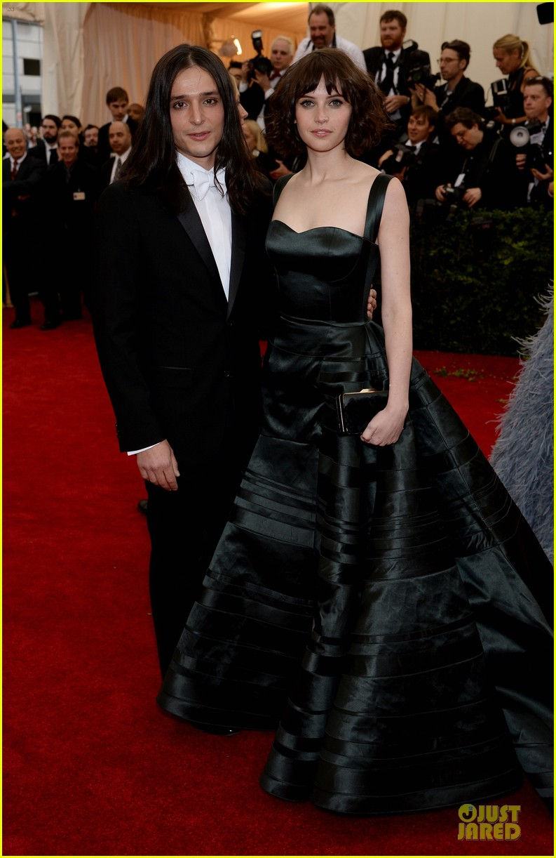 felicity jones amazing met ball 2014 06