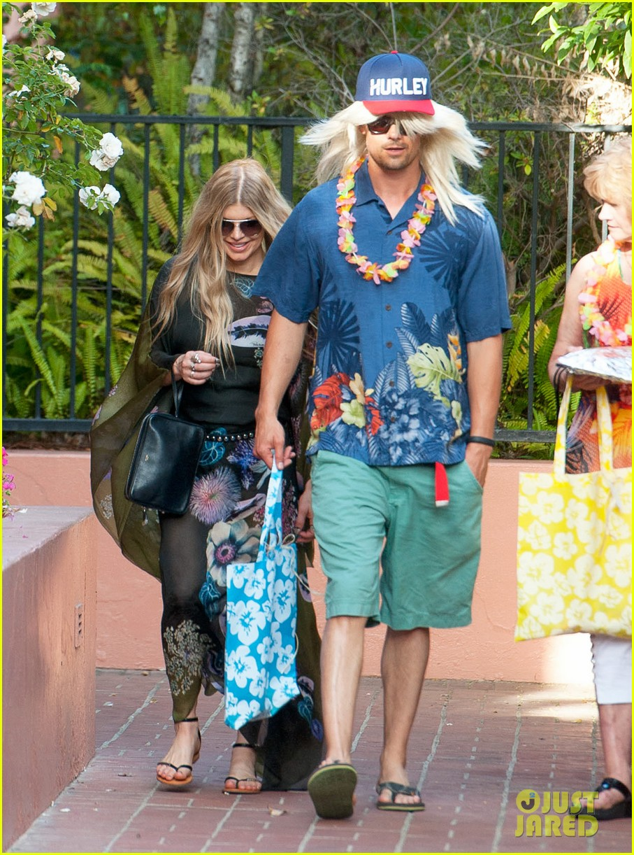 fergie josh duhamel dress up for surfing themed party 01