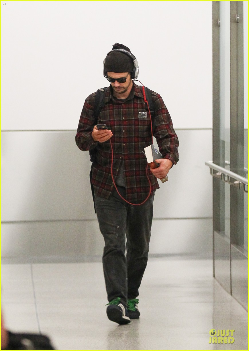 james franco noise with cool headphones at lax 04