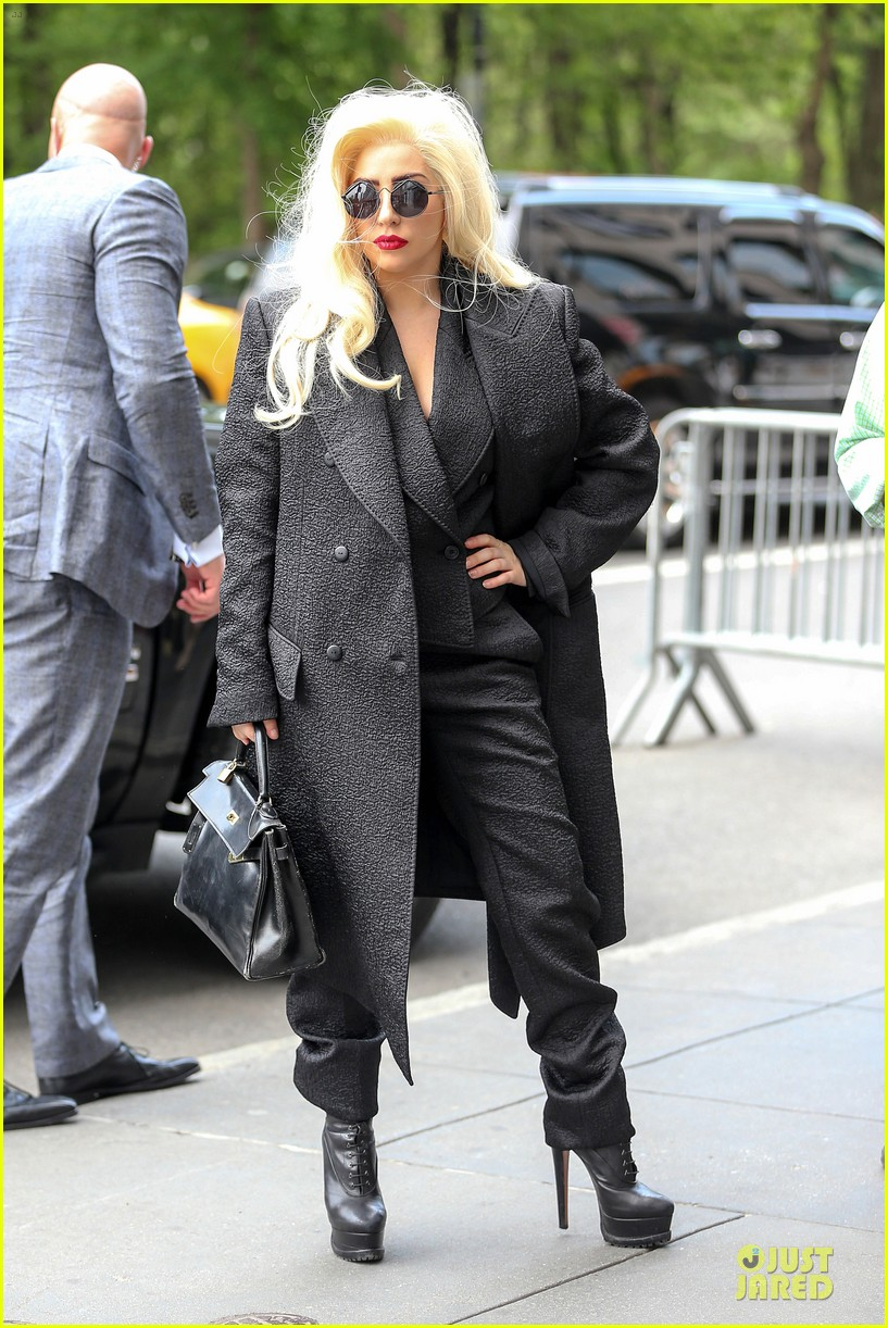 lady gaga finds it uncool to lip sync 063121159