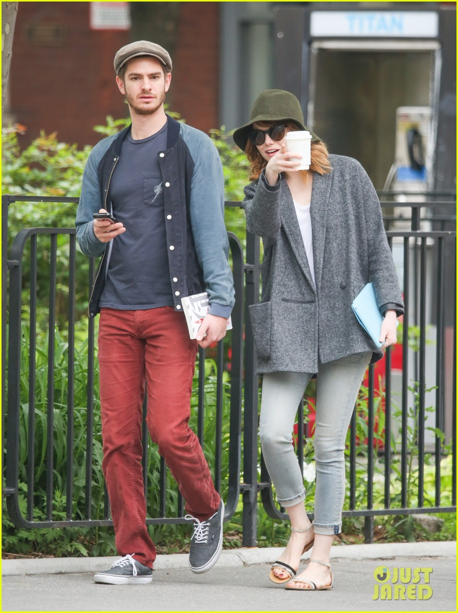 emma stone andrew garfield are cute couple in big apple 04