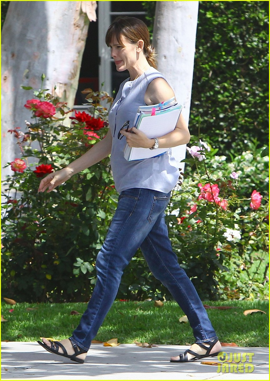 jennifer garner morning workouts improve skin 103124029