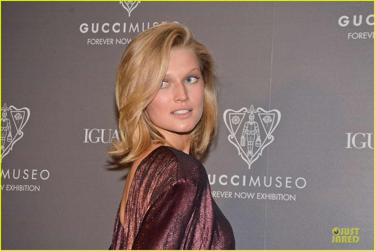 toni garrn sexy back at gucci museo exhibit 12