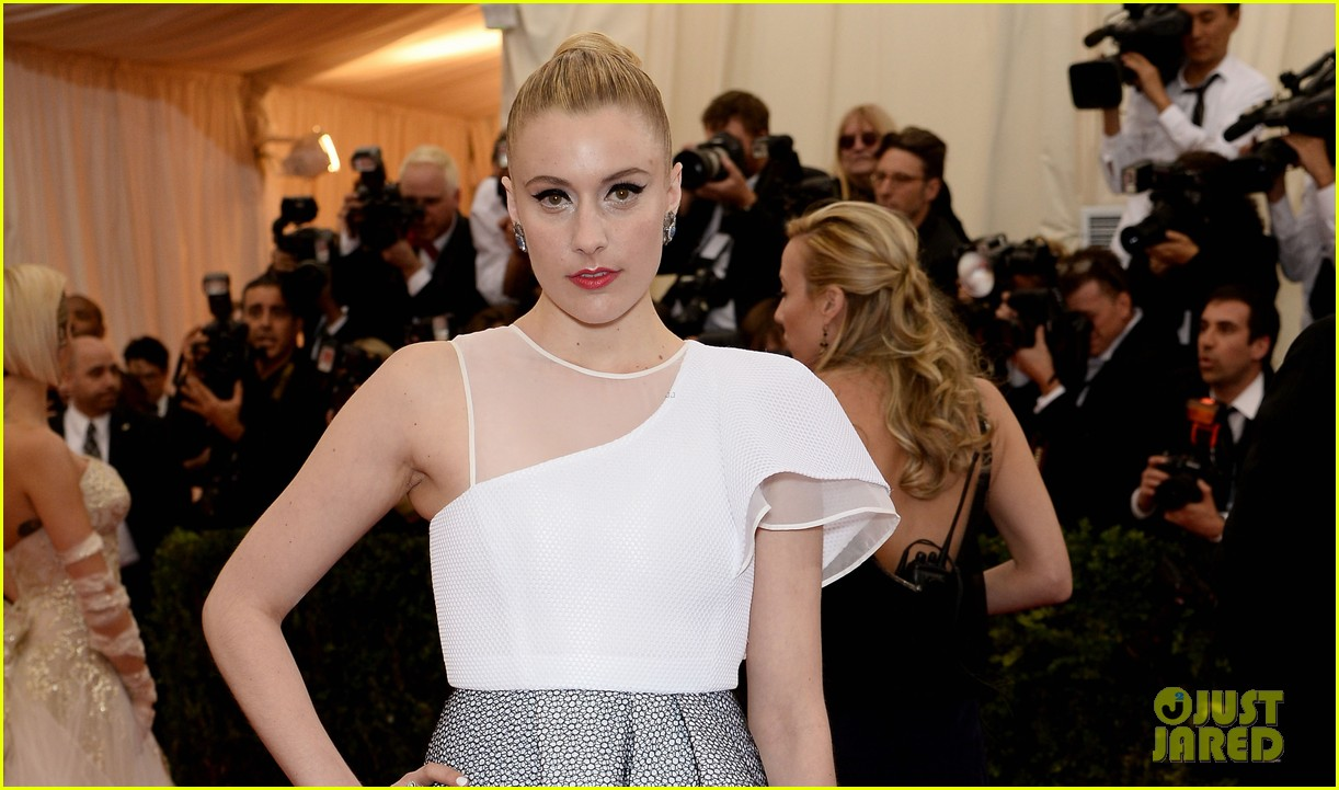 greta gerwig wears a tight bun to the met ball 2014 05