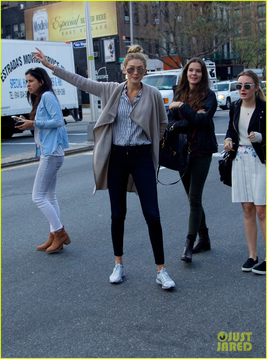 gigi hadid hail taxi late lunch 06