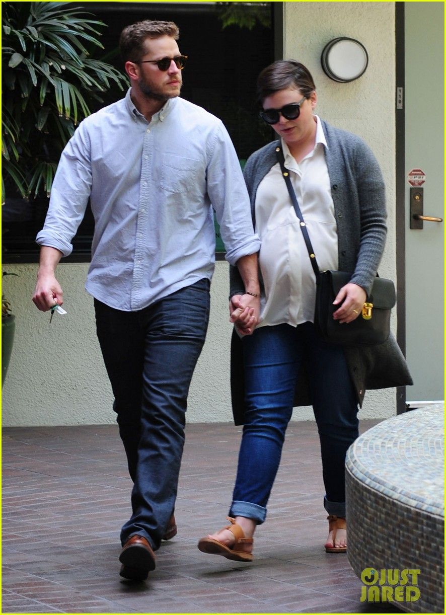ginnifer goodwin looks like she could give birth any day now 103109356