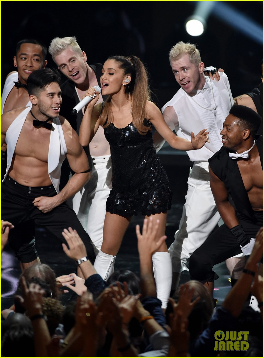 ariana grande iheartradio music awards 2014 03