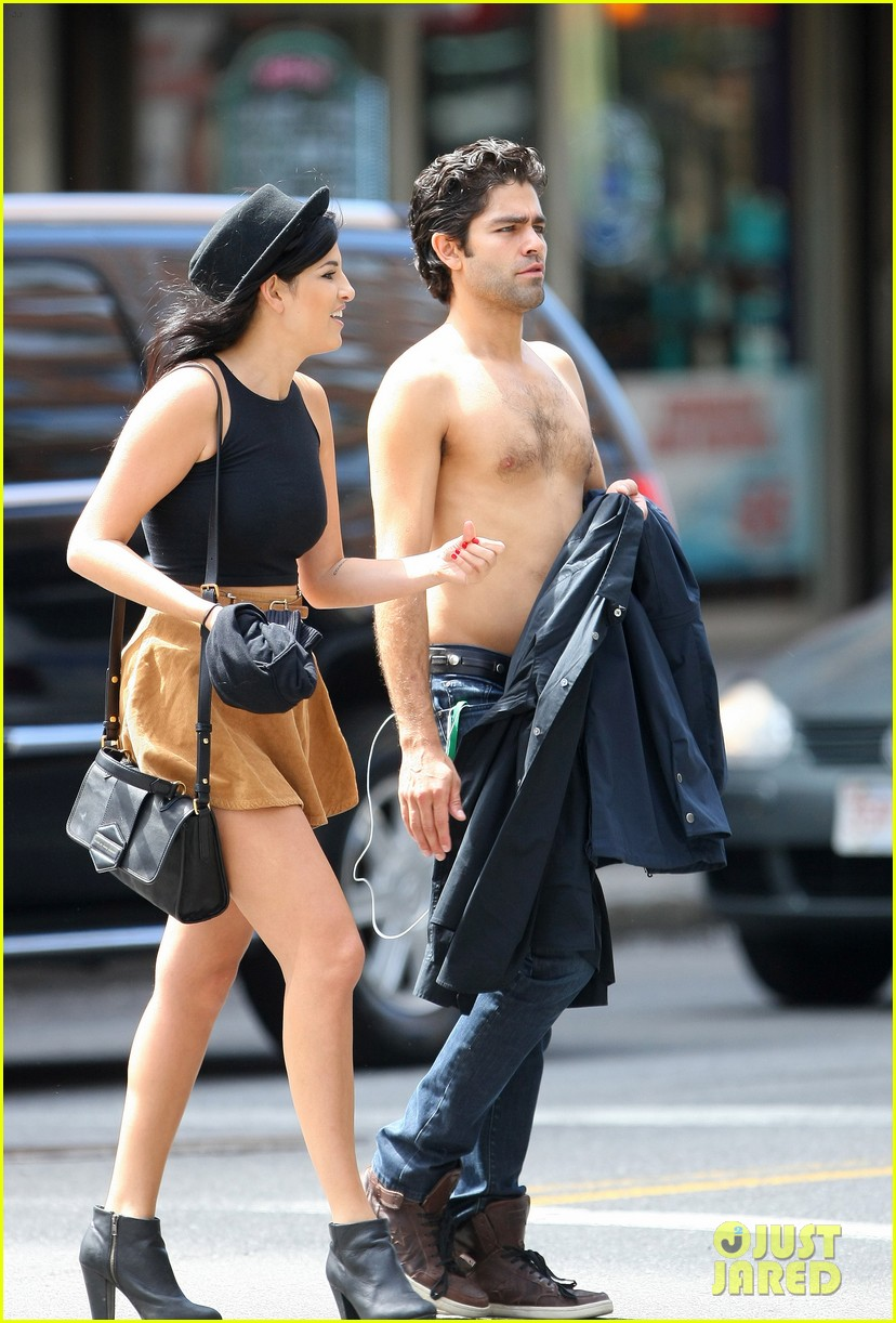 adrian grenier takes his shirt off while walking through nyc streets 09