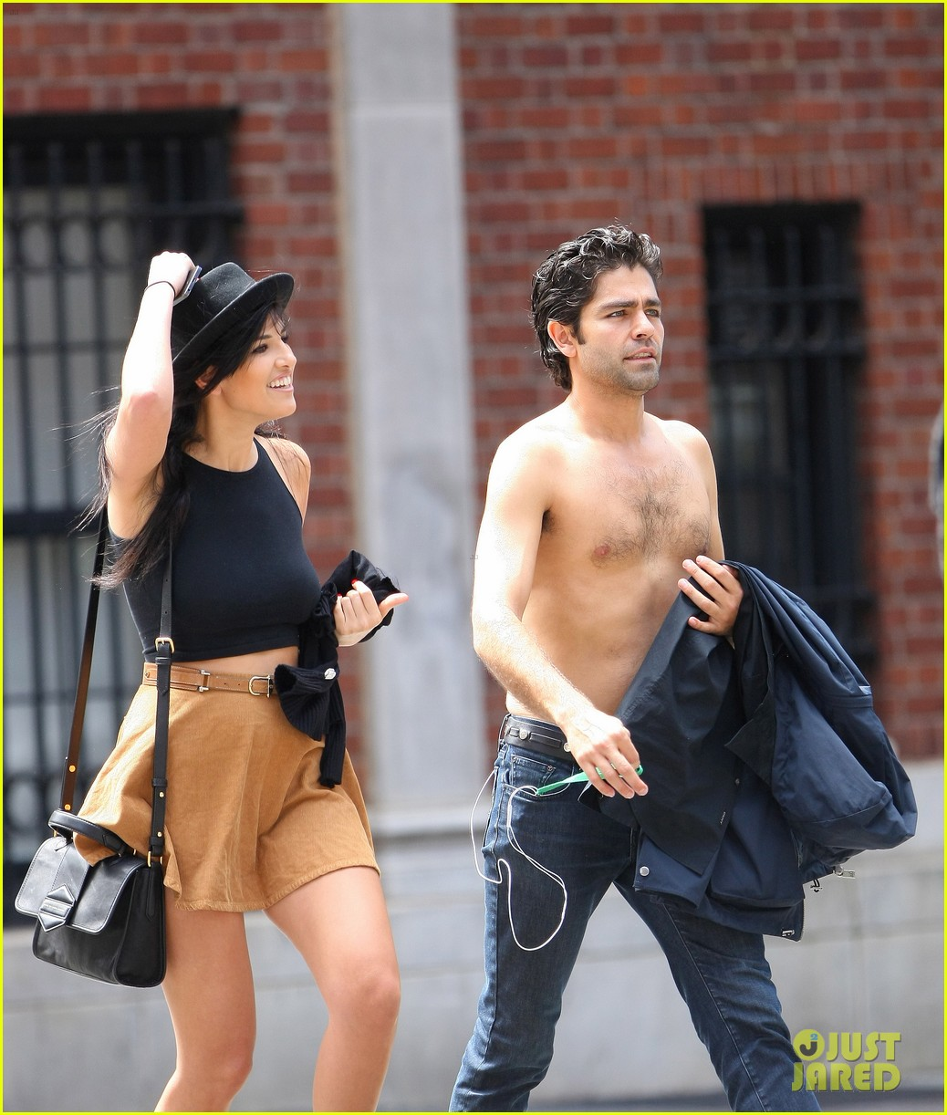 adrian grenier takes his shirt off while walking through nyc streets 13