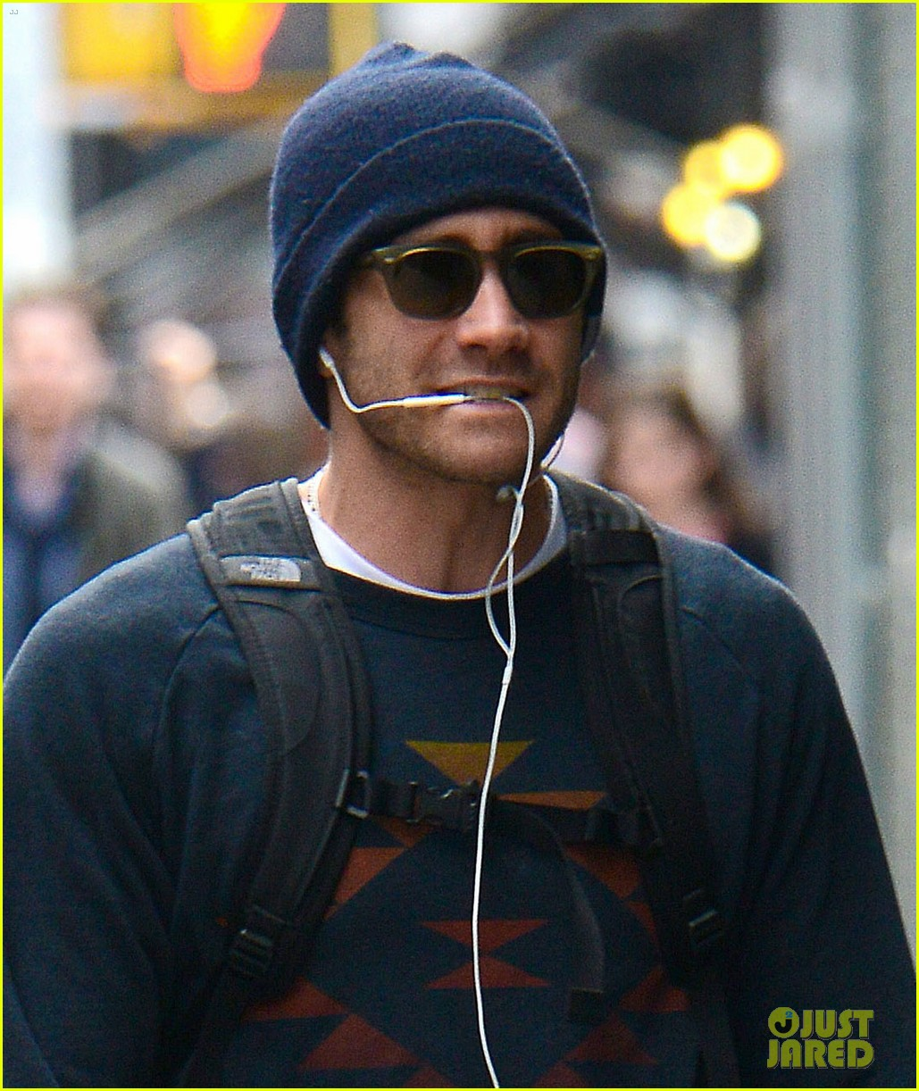 jake gyllenhaal finally shaves his beard off 02