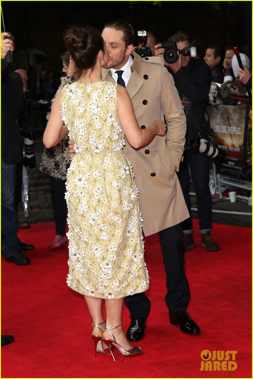 tom hardy supports girlfriend charlotte riley at edge of tomorrow london premiere 043123185