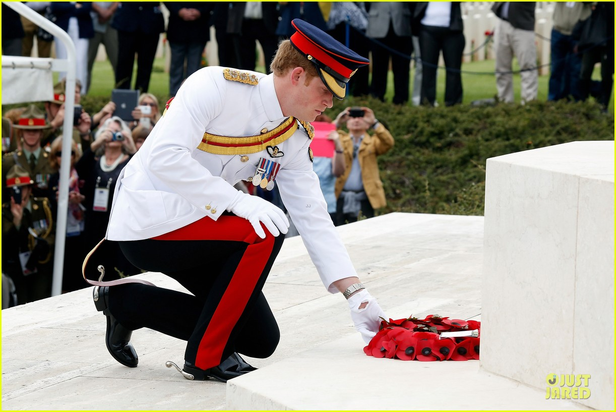 prince harry respects at cassino war cemetery 043117782