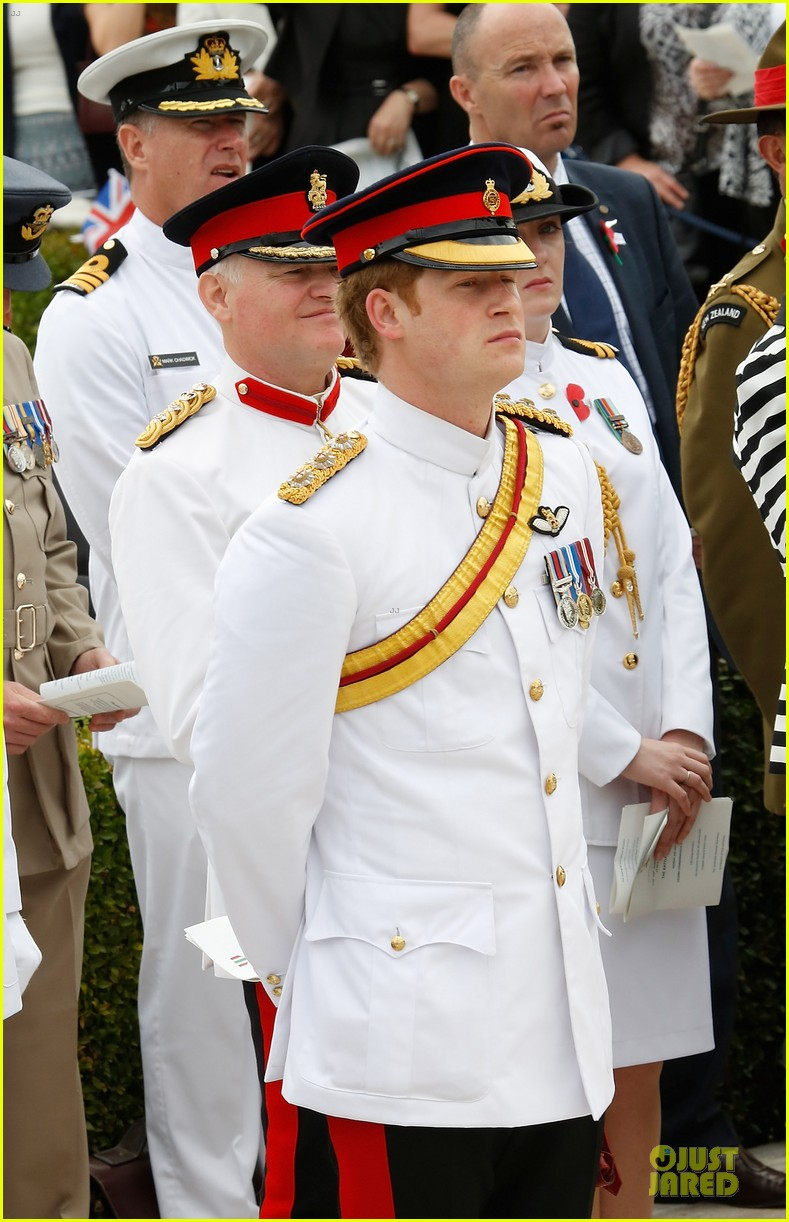 prince harry respects at cassino war cemetery 083117786