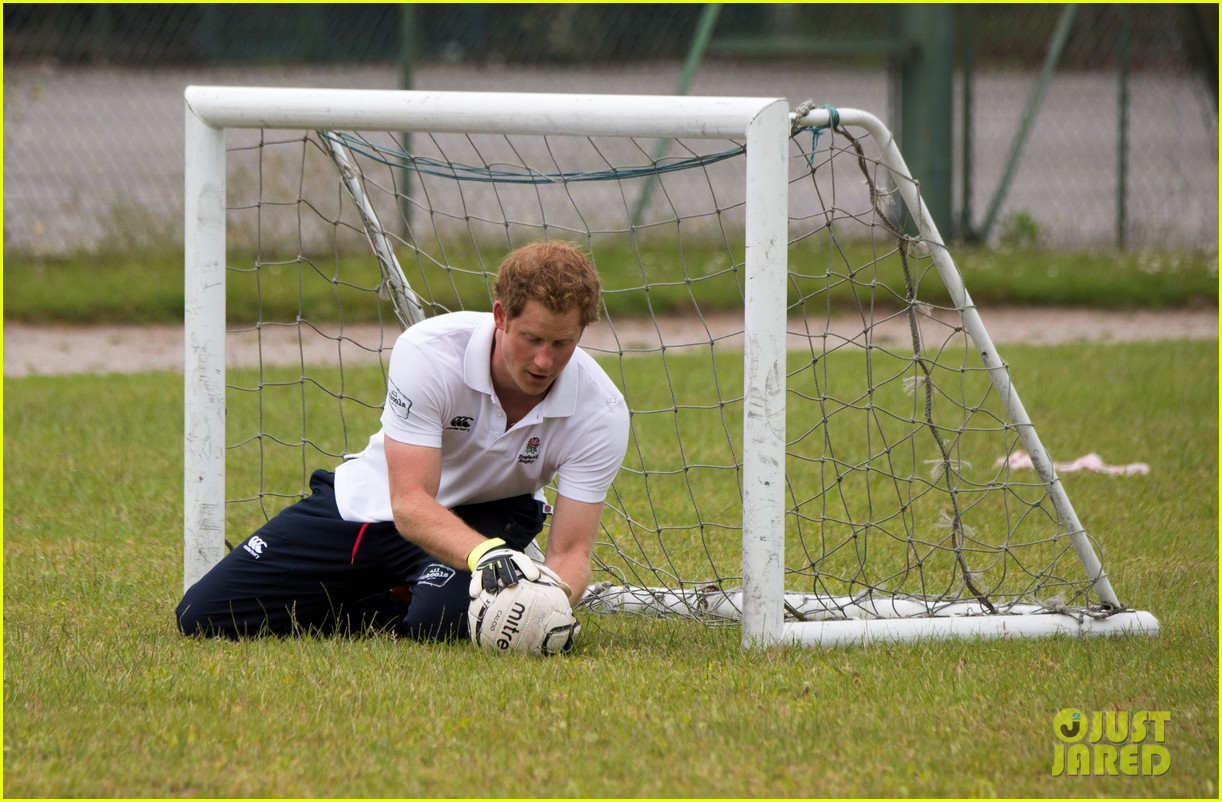 prince harry plays rugby schoolkids flashes his abs in the process 083123861