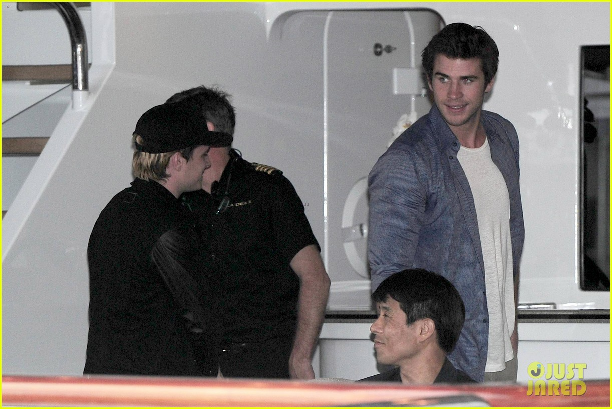 liam hemsworth josh hutcherson hunger games cannes party 14