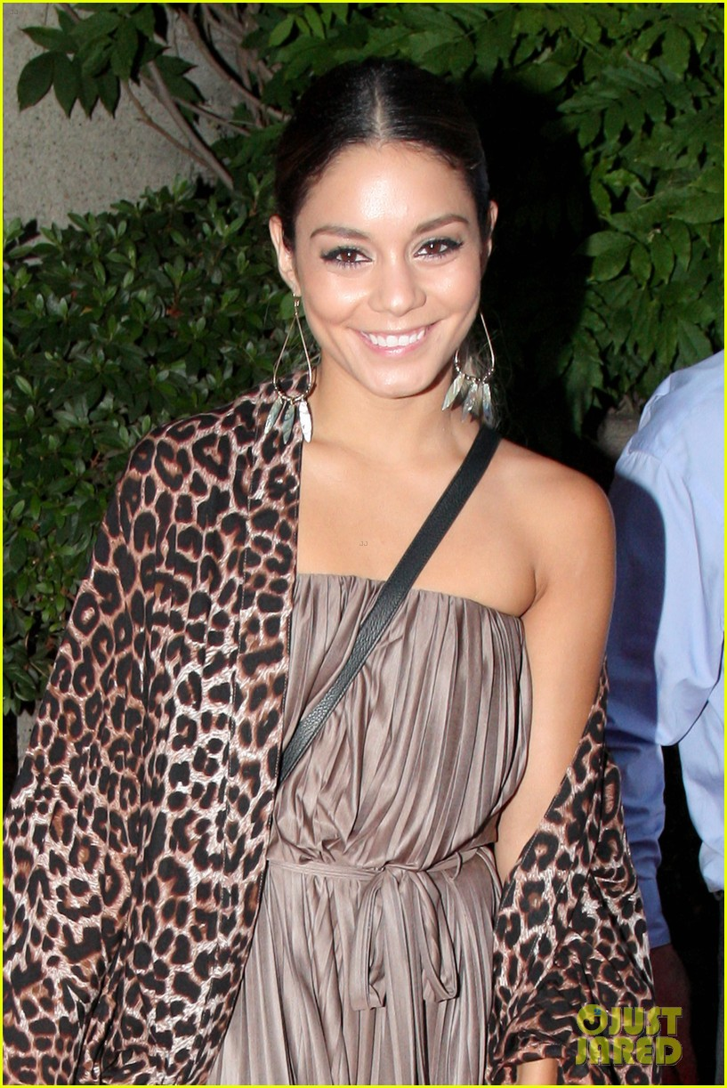 vanessa hudgens supports austin butler geffen playhouse 01