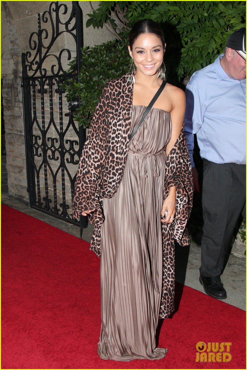 vanessa hudgens supports austin butler geffen playhouse 053124627