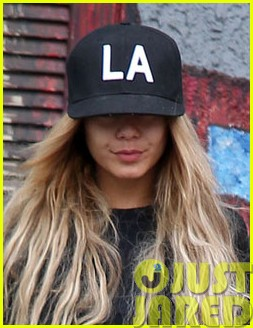 vanessa hudgens attemtps to go incognito in los angeles01