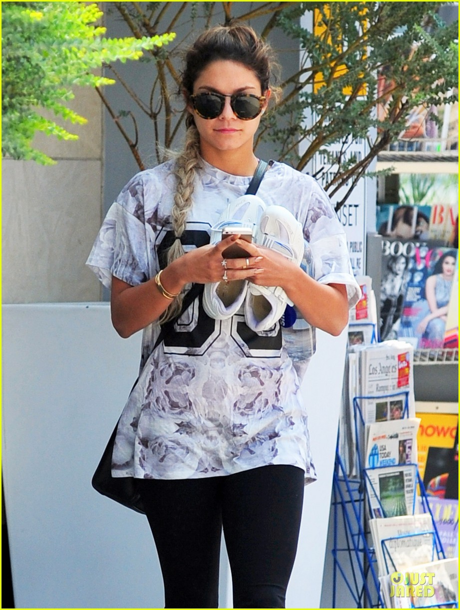 vanessa hudgens taller with platform shoes 02